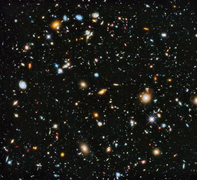 Una de las imágenes más profundas del Universo, obtenida con el telescopio espacial Hubble. Algunas de las galaxias que se pueden ver en la imagen se formaron pocos cientos de miles de años tras el Big Bang. Crédito: NASA/Hubble.